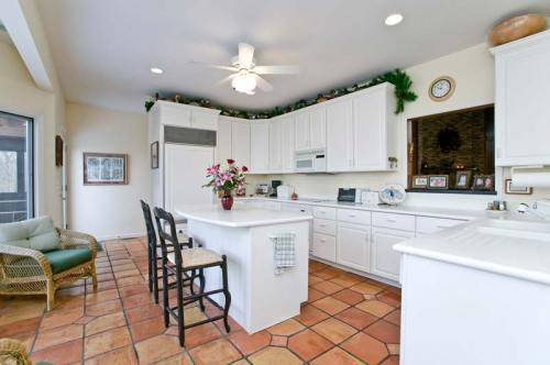 Defiance MO Home - Kitchen